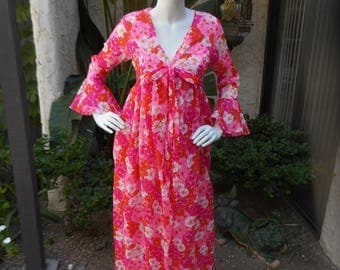 Vintage 1960's Saramae Lingerie Pink Floral Print Night Gown & Robe Set - Small