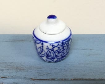 Miniature Ginger jar, 1:12 Scale, Dollhouse miniature