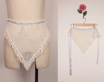 vintage crochet apron // drawstring triangle