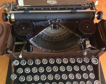 ROYAL Wood Grain body Typewriter