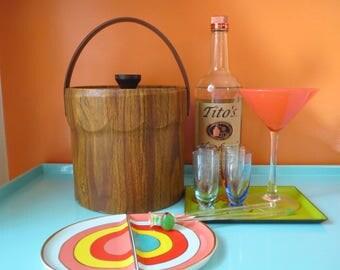 Vintage 1970s Mid Century Retro Faux Woodgrain Vinyl Insulated Barware Ice Bucket