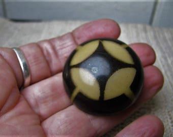 Vtg black & tan 'Glow Bubble ' tight top celluloid Art Deco button 40mm /1.5''