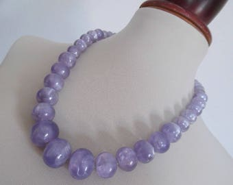 LILAC MOONGLOW . Chunky Rockabilly Mod Round Ball Bubble Bobble Beads Vintage Necklace Pinup Graduated 60s Lavender Pearls