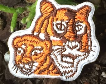 Small Tiger and Cub Patch Pin