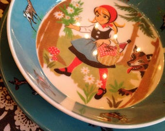 vintage little red riding hood plastic dinnerware set for child switzerland mint condition