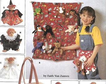 """Simplicity 7695 Sewing Pattern, Tote Organizer, Apron, Sleeping Bag And Clothes For 9"""" Bean Bag Animals, UNCUT"""
