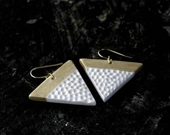 Triangle earrings - white and gold