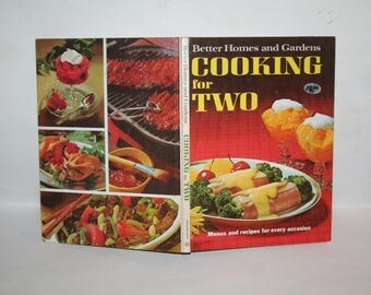 "Vintage Mid-Century 1968 ""Better Homes and Gardens Cooking for Two Cookbook""!  Hardcover!  Filled w/ Recipes + Color Photos!"
