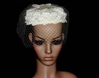 Vintage 1950s Hat //White// Pillbox // Netting //Bow// Candy Straw //  Garden Party // Wedding Hat // Union Label
