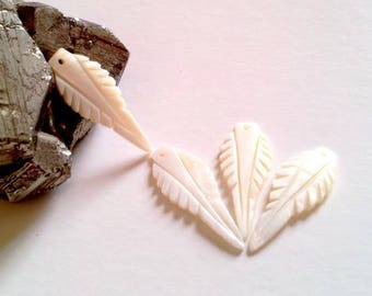 1 MOP pendant, leaf 35x13mm