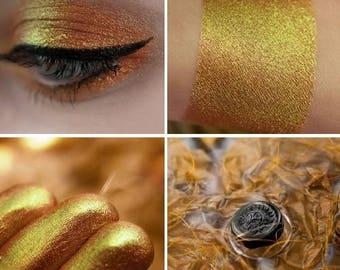 Eyeshadow: Red-Haired Teacher - Mermaid. Pale orange satin eyeshadow by SIGIL inspired.