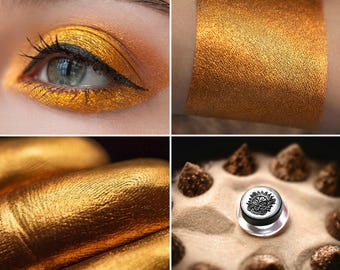 Eyeshadow: Calling to the Sands - Nomad. Dark gold eyeshadow by SIGIL inspired.