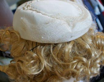 Old white hat with tulle from the 1940s.