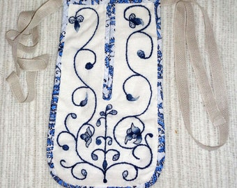 Lady's 18th century Blue Wool Embroidered Linen Pocket