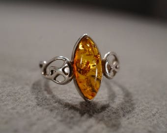 Vintage Sterling Silver Band Ring Bezel Set Amber Fancy Filigree Scrolled Design Victorian Style, Size 7.5