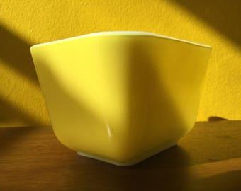 Vintage Pyrex Yellow 501