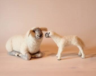 Needle Felted Lamb, Handmade white Lamb and Mom, Needle felted Sheep and Lamb, Christmas gift, the Holy Lamb, Needle Felted Animal