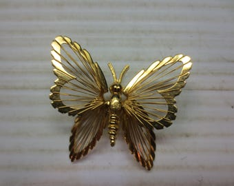 Monet Butterfly Pin Brooch Gold Tone Vintage Ribbed Openwork Wings