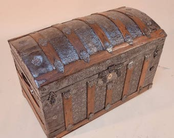 R2198 American domed trunk 1870