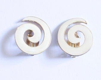 Cream Swirl clip on earrings c.1960s