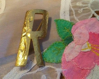 MAMSELLE Etched Gold Tone Letter R Brooch