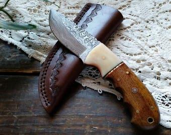 Damascus  Steel Knife, Hunter, Bone Bolster Walnut Wood Handle, SECOND, Leather Sheath, Full Tang, Hand Made Forged, Lanyard Hole