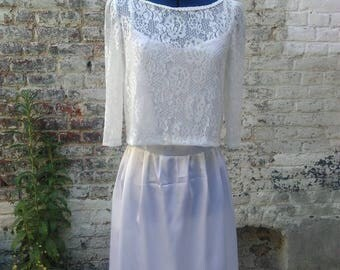 Short pleated skirt and lace wedding dress