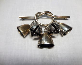 Vintage Style Silver Cowbell Knot Brooch