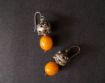 vintage bakelite drop earrings