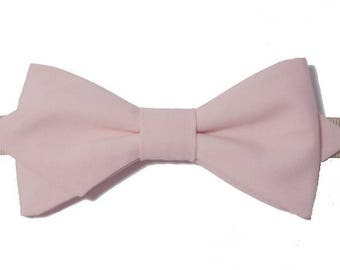 Light pink bowtie with sharp edges