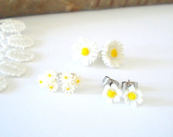 Summer Daisy Posts, Little Flower Earrings, Floral Stud Earrings, Bridal Party Posts, Nature Inspired, Gift for Her