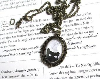 Bronze cat Cabochon necklace black