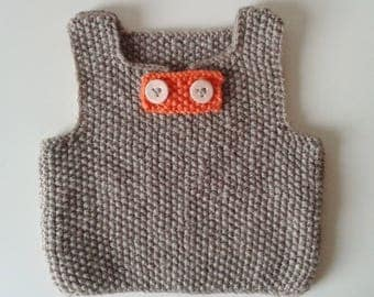 Docker baby birth in 24 months hand-knitted woolen color camel with buttonhole