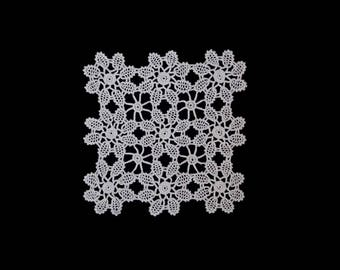 Vintage handmade small crocheted doily -- white doily with 9 daisy-like flowers -- 7x7 inches / 18x18 cm
