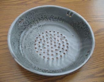 Gray granite ware colander