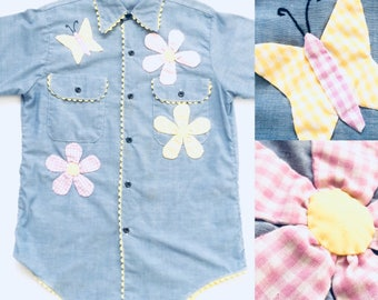 Vtg. Embroidered Springtime Chambray Button Down Shirt / Size Small