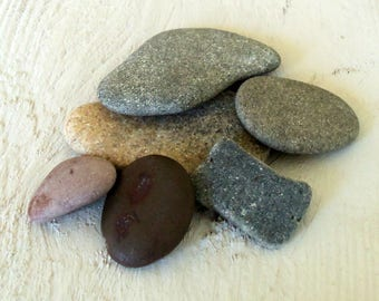 Flat pebbles etsy for Flat stones for crafts