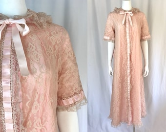 Medium ** 1960s ODETTE BARSA pale pink lace satin ribbon robe ** vintage sixties lacy bed jacket