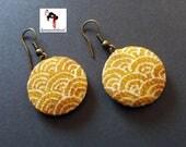 Pendientes japoneses de artesanía,  hechos a mano con tela japonesa.
