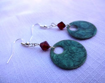 Hand painted earrings * green effect enamel. *
