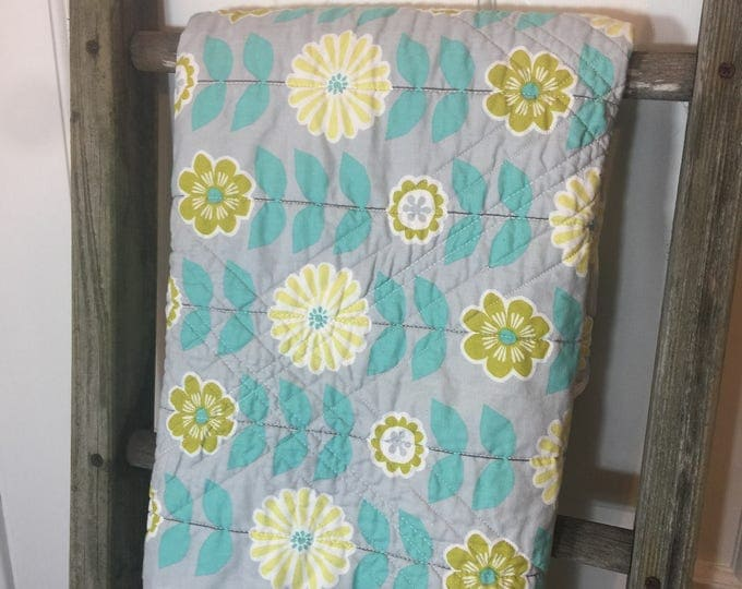 Lap quilt, couch quilt, snuggle quilt, Housewarming gift, Gift for Her, Gift under 100