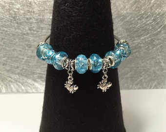 Blue charm's rigid bracelet with crab, ref 519 holiday series