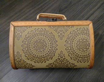 Vintage 1970's Wood Purse Clutch Handbag Box Purse with Handles and Embossed Design