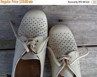 20% OFF Vintage Leather Shoes; Old Salamander Shoes; Women's Tie Shoes; Bone Grey Leather Shoes Eur 40 / UK 7 / US 9; Shabby Old Shoes; Aged