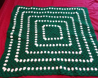 Dark green and white spiral throw blanket
