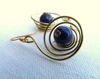 Brass earrings and natural stones - Gold and blue -