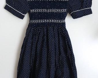 Robe fille vintage bleue/pois blancs smocks broderies taille 8/10 ans