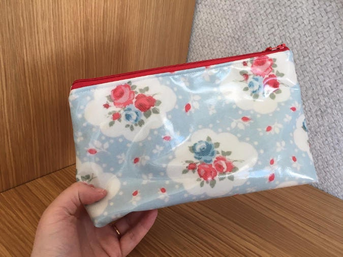 Red And Blue Flowers Laminated Fabric Zippered Purse Make Up