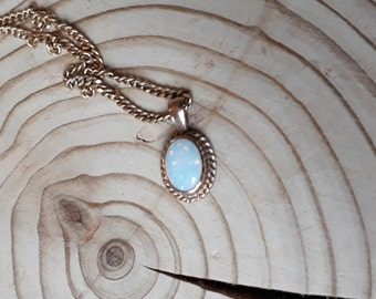 9ct Gold Opal Pendant on 9ct Gold Curb Chain