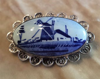 800 Silver and Ceramic Delft Filigree Brooch